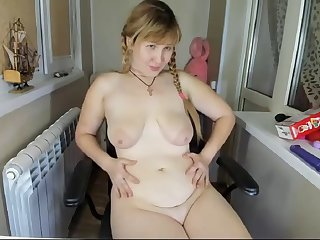 beamy russian cam-slut